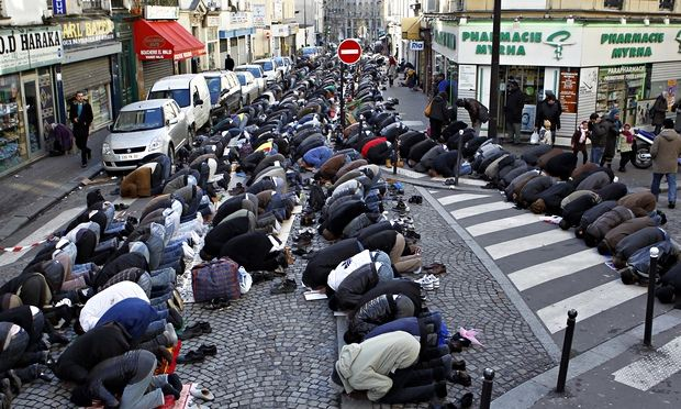 Muslims praying in the streets paris